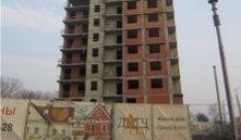 Стройка на Дзержинского: очередной перенос сроков может вынудить дольщиков расторгнуть договор
