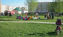 В Горках из-за ветра опрокинулся надувной аттракцион: пострадали девять детей