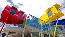 Dpavilion Architects завершила индонезийский «храм книги» из корабельных контейнеров