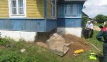 Новогрудский район: мужчину засыпало обломками бетонного фундамента