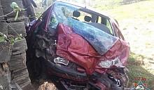 В Докшицком районе автомобиль Renault врезался в дом