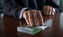 Директор института «Белжелдорпроект» попался при получении взятки в $100 тысяч