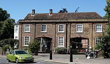 Дома под номером 13 в Великобритании стоят дешевле