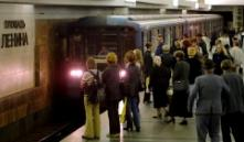 Парень прыгнул на рельсы на станции метро «Площадь Ленина»