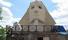 В Витебском районе в виде головы Сфинкса сделали крышу частного дома