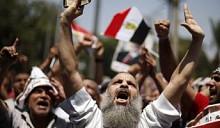 Белорусы в неспокойном Египте: МИД и Департамент по туризму контролируют отдыхающих «по комендантским часам» людей