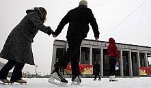 Главный каток столицы зальют после монтажа елки и выпадения достаточного количества снега
