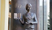В Минске открыли скульптурную композицию, посвященную первой учительнице