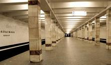 На станции метро «Молодежная» пьяный минчанин разбил стекло кассы