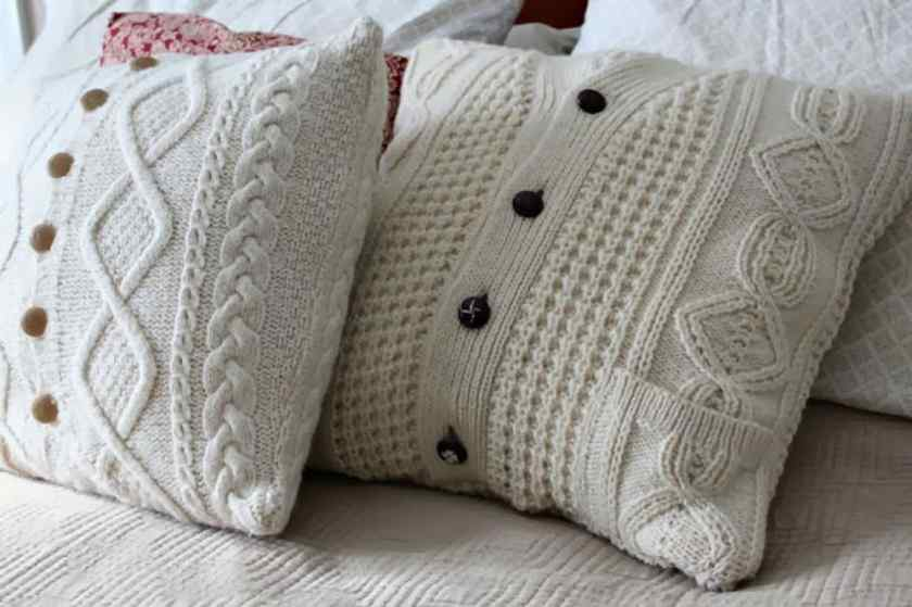 Как можно украсить квартиру подушками?