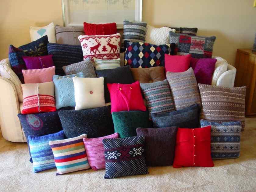 Как оригинально украсить квартиру подушками?