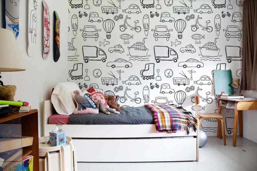 Как украсить комнату обоями-раскраской?
