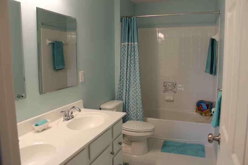 Краска в интерьере ванной