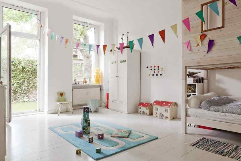 Как можно украсить детскую комнату красиво?