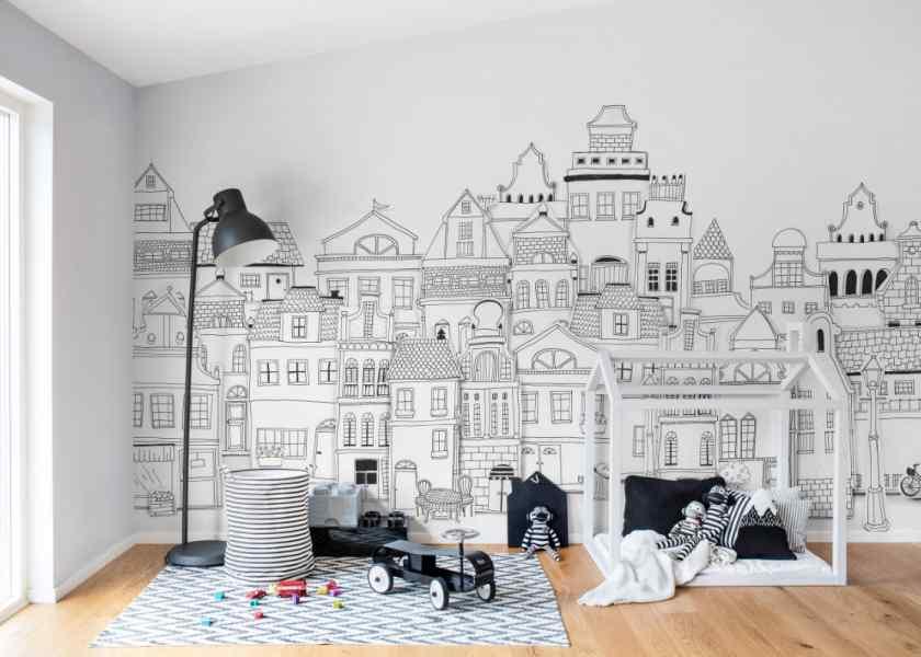 Как украсить комнату обоями?