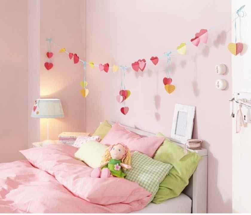 Как украсить детскую комнату красиво?