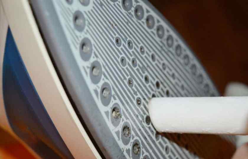 Как очистить утюг от нагара в домашних условиях