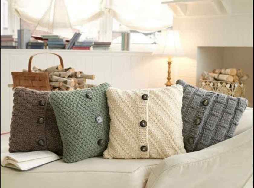 Как украсить квартиру подушками?