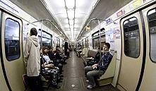 В минское метро по новым правилам: запрет на наушники и бег босиком