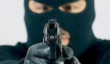 Двое налетчиков в марлевых повязках ограбили магазин в Гомеле