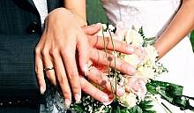 Женщина «вышла замуж» за здание, чтобы спасти его от сноса
