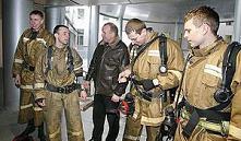 Работники МЧС Барановичей извлекли из траншеи засыпанного грунтом мужчину