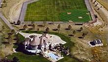 Купите дом - бейсбольный стадион в придачу
