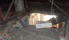 Хойники: в гостиной жилой квартиры обрушился потолок