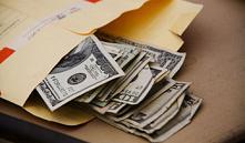 Мошенница обманула взяточников на 5 тысяч долларов