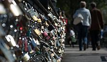 Мост Искусств в Париже не выдержал «замков любви»