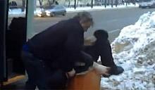 В Минске водитель троллейбуса выволок пассажира из транспорта